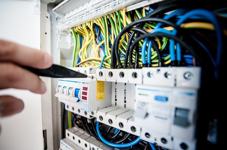 Il rischio elettrico nei luoghi di lavoro