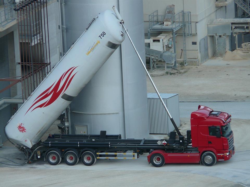 L'accordo ADR contiene le disposizioni necessarie circa la tipologia di merce da trasportare, il confezionamento ed i veicoli di trasporto da utilizzare