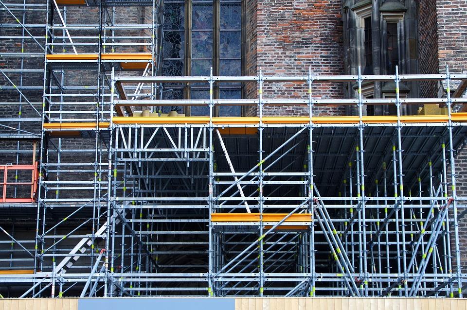 I ponteggi sono strutture provvisorie utili per la realizzazione, la manutenzione e il recupero delle opere edilizie.