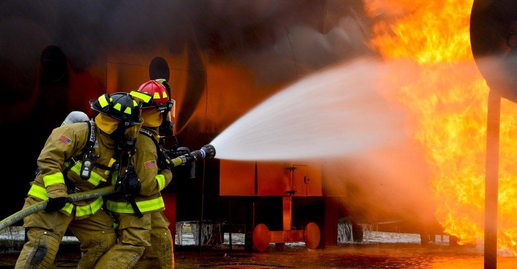 Per far fronte ad una situazione di emergenza causata dal verificarsi di un evento grave come l'incendio è necessario saper valutare la gravità e la portata dell'incendio, al fine di decidere se intervenire direttamente o rivolgersi ai Vigili del fuoco