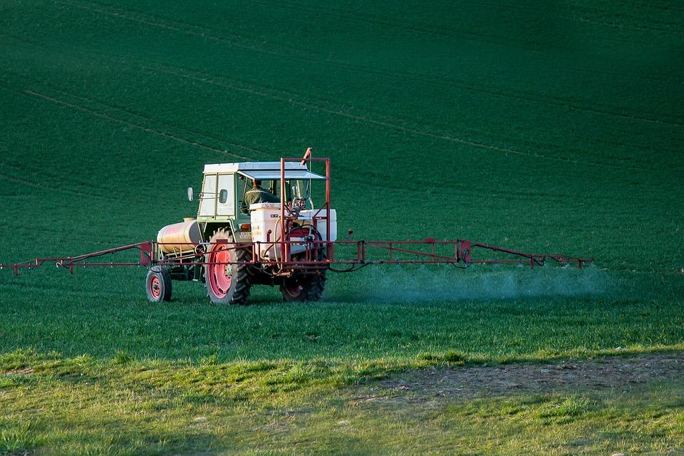 L'uso deliberato di prodotti fitosanitari in agricoltura espone gli operatori a pericoli per la salute e la sicurezza, anche molto gravi.