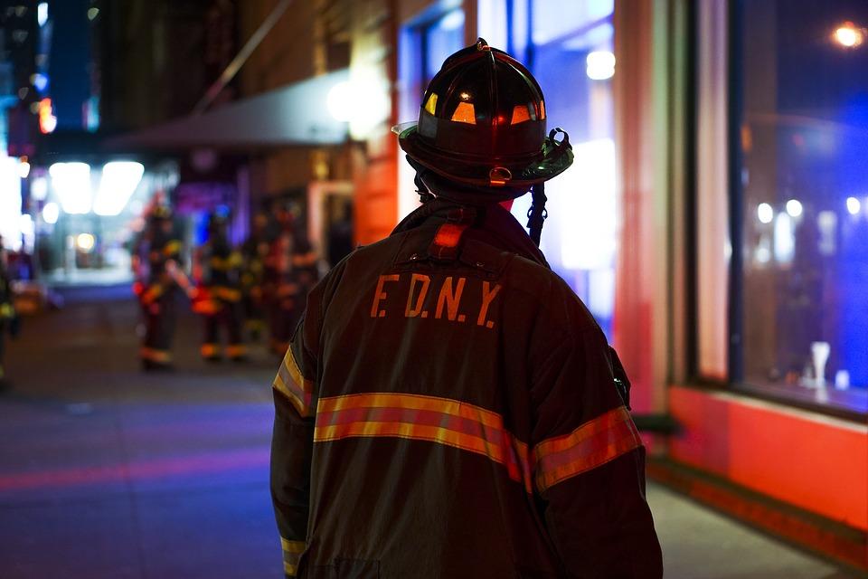 Attraverso il bilanciamento adeguato delle opportune misure di protezione passive e attive è possibile migliorare le strategie antincendio all'interno dei luoghi di lavoro.