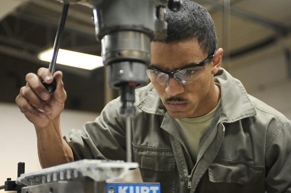 Una carente manutenzione dei luoghi di lavoro, degli impianti e delle attrezzature di lavoro rappresenta ancora oggi un alto rischio per la salute dei lavoratori