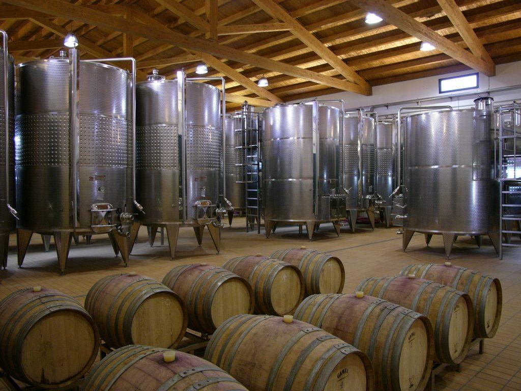 Nella filiera del vino si verificano gravissimi infortuni, spesso con esito mortale, occorsi in ambienti confinati ed in presenza di gas asfissianti