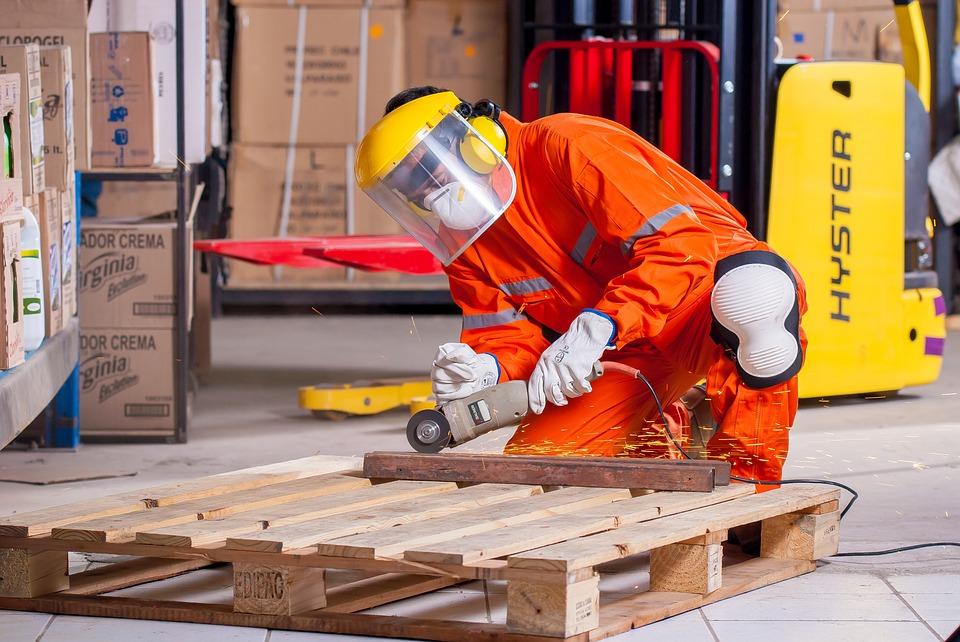 L'utilizzo corretto delle attrezzature di lavoro è importante tanto quanto la conformità delle attrezzature stesse e l'idoneità dell'ambiente di lavoro