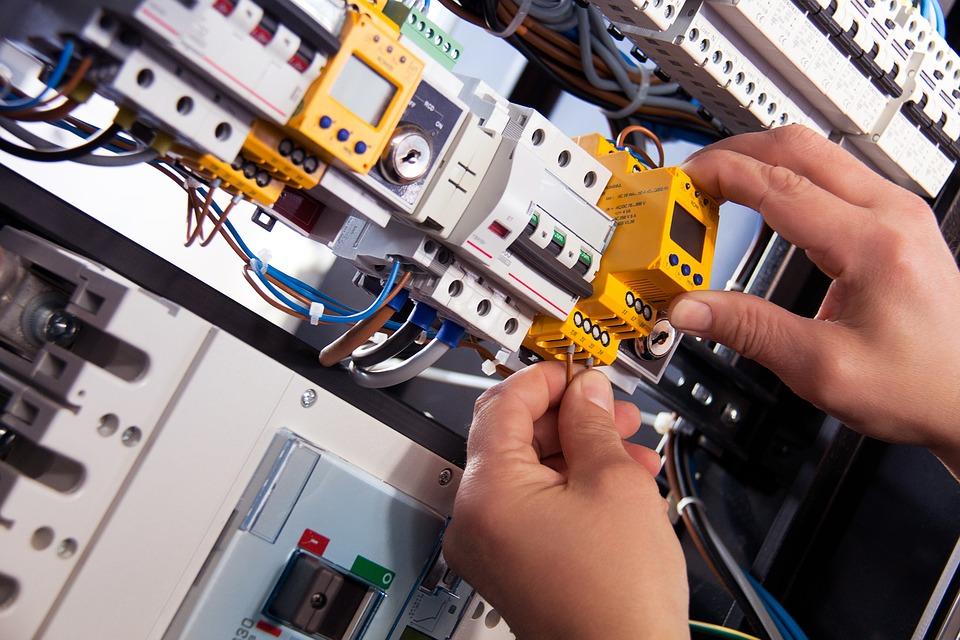 Lavori su impianti elettrici a bassa tensione